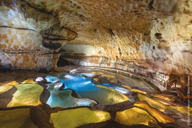 cascade-de-gours-_grotte-de-saint-marcel-d_ardeche-flament