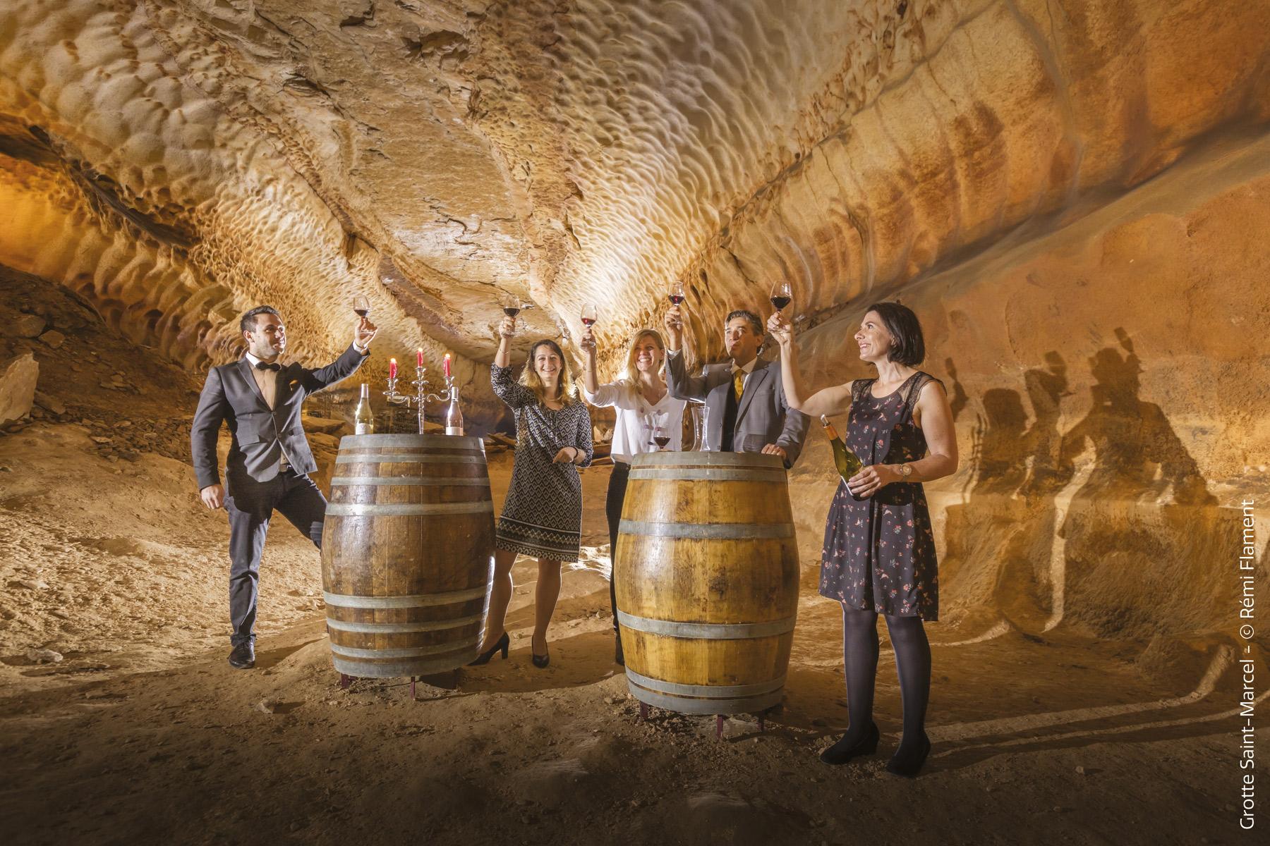 activités autour des grottes de France visite-oenologique-_grotte-de-saint-marcel-d_ardeche-flament