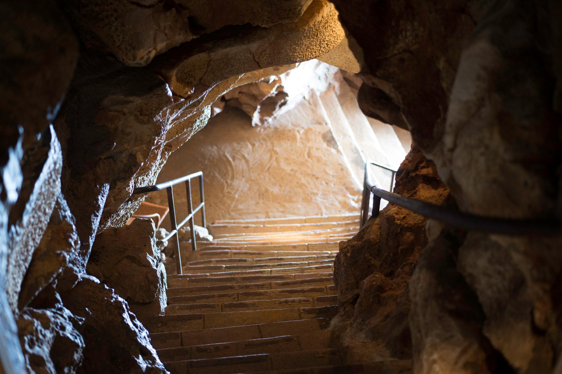 histoire du tourisme souterrain entree_galerie_grotte-saint-cezaire-alpes-maritimes_copyright-benjamin-celier