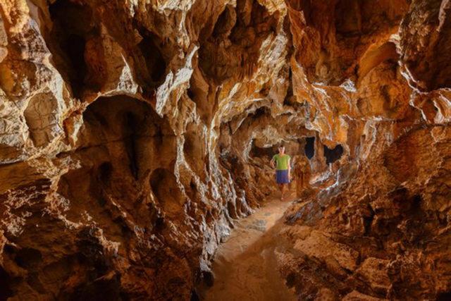 tourisme-grotte-thais-drome_serge-caillault