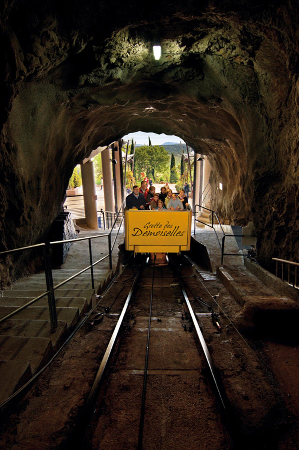 histoire du tourisme souterrain tourisme-grottes-des-demoiselles-herault