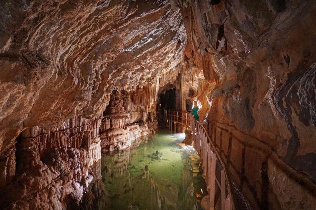 histoire du tourisme souterrain tourisme-visite-grotte-limousis-aude