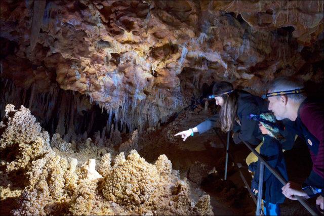 histoire du tourisme souterrain visite-aven-grotte-forestiere-ardeche