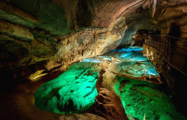 visite-famille-grotte-cocaliere-gard