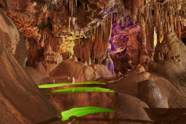 Anecat Grottes de France grotte-de-baume-obscure-les-gours-verts-vus-den-bas